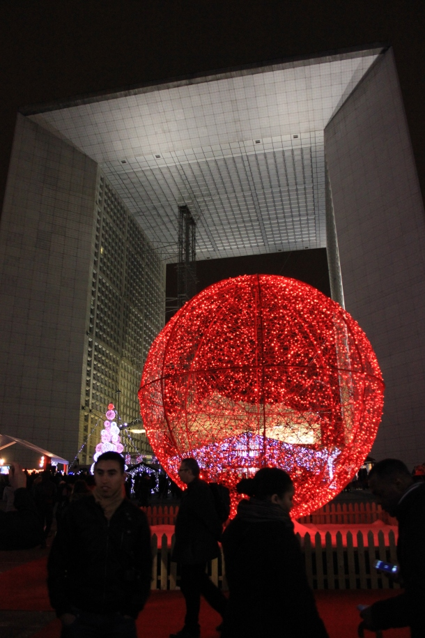 Christmas lights in front of the modern version of the Arc de Triomphe (sorry, don't know the name) at La Défense.