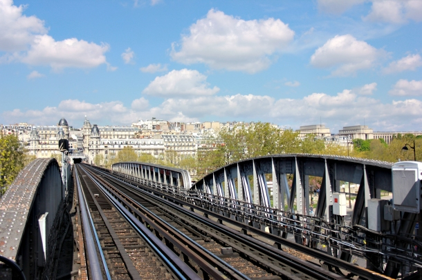 View of one of the line 6 track from Métro station Bir Hakeim. Very cool, actually.